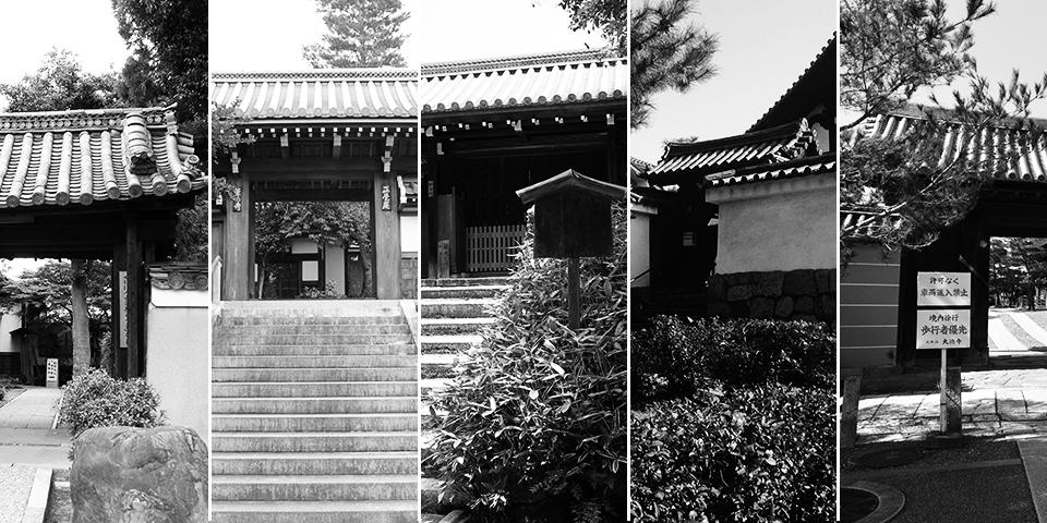 京都の樹木葬の集合場所の山門