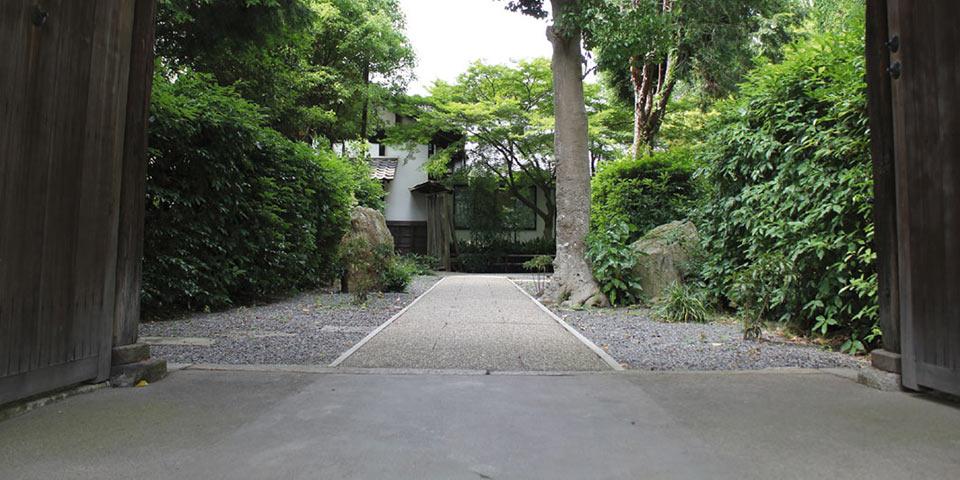 東福寺荘厳院の山門
