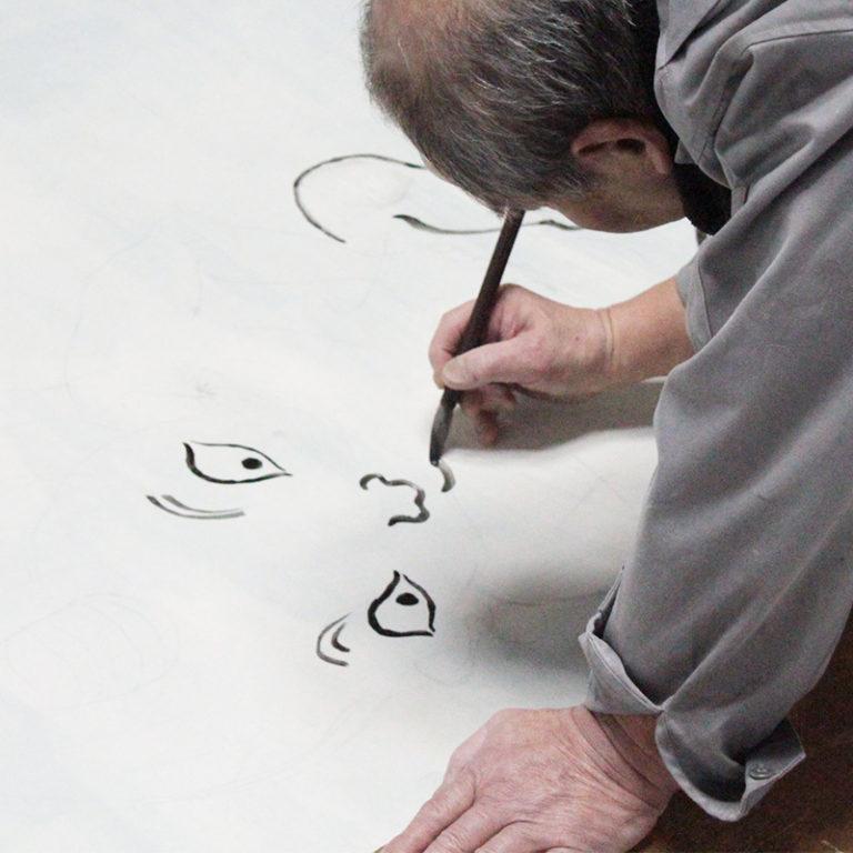 正覚庵の襖絵職人の作業風景