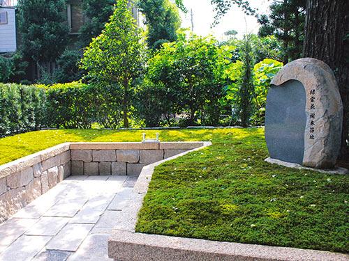 両足院の墓苑風景