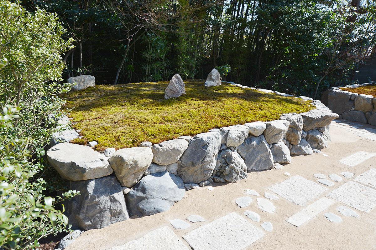 大徳寺の正受院の樹木葬の石積み