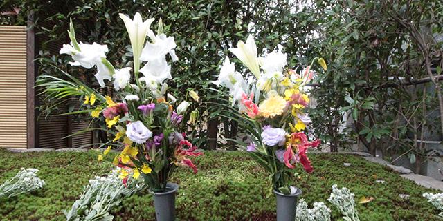 東福寺荘厳院の樹木葬法要祭の献花