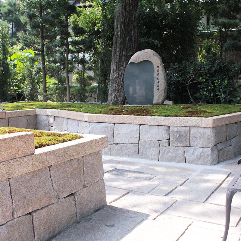 両足院の樹木葬の墓苑風景
