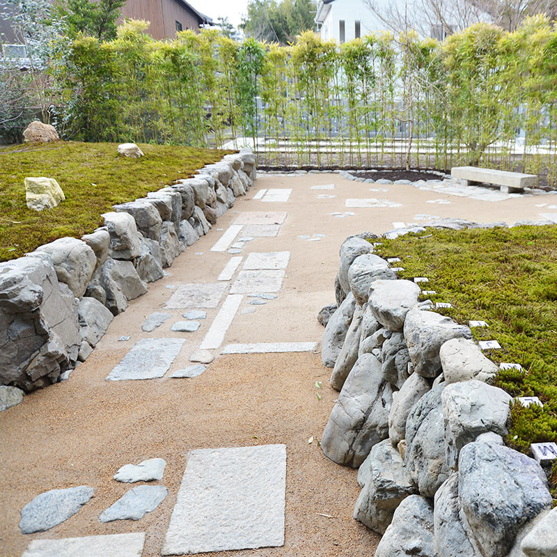 正受院の樹木葬の墓苑風景