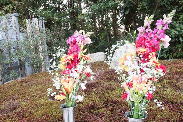 正受院の墓参の献花イメージ