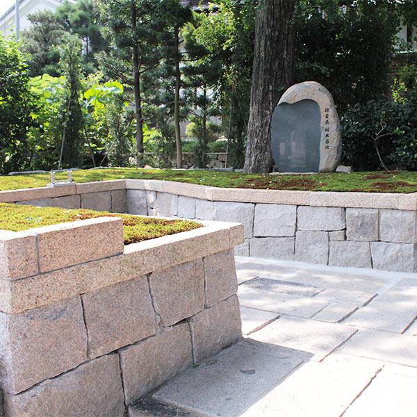 両足院の墓苑風景正方形