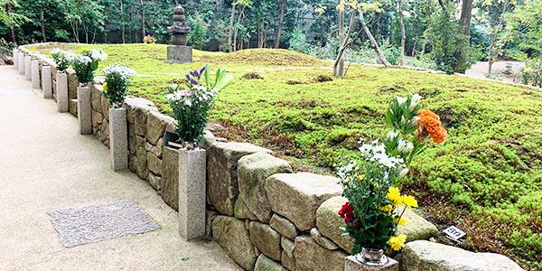正覚庵の墓参時のお花の風景