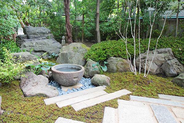 墓苑周りの手水鉢